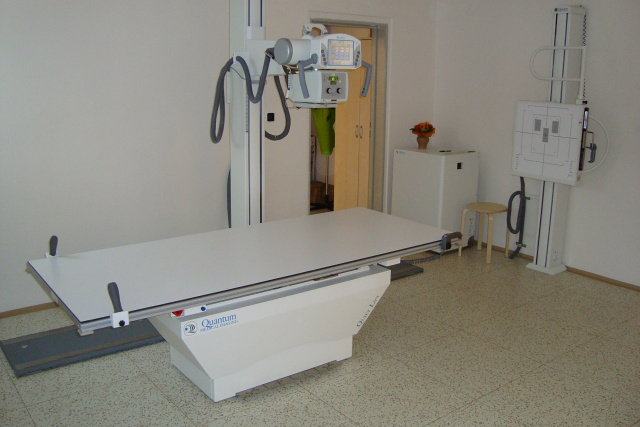 ../medical_equipment/uhr_x_ray_machine.jpg